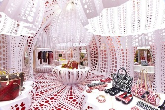 Louis-Vuitton-Selfridges-Yayoi-Kusama-London-01